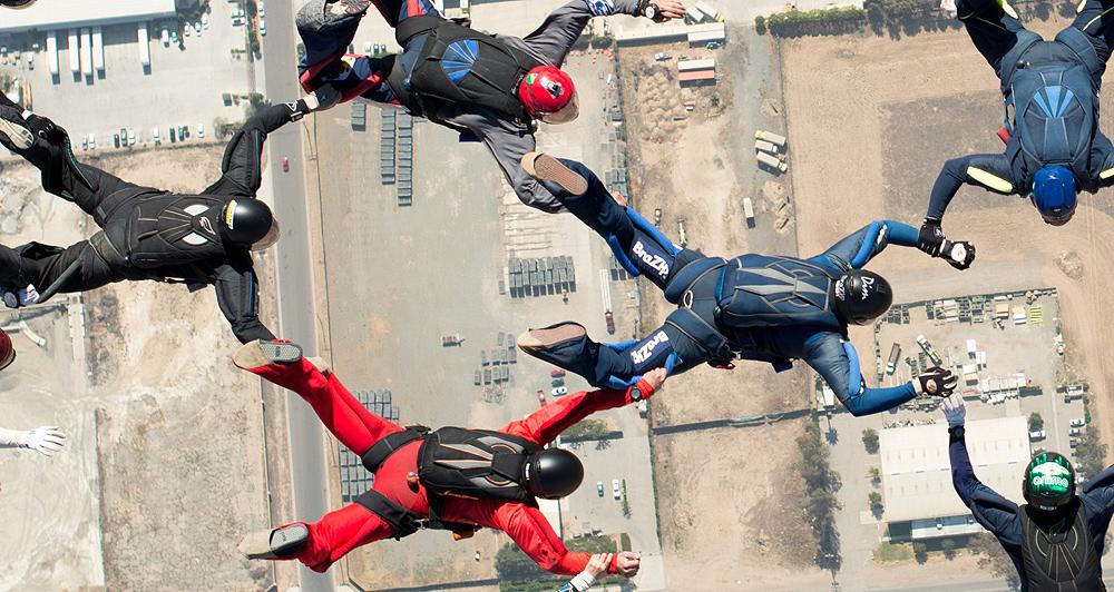 Dim bate recorde Sul-Americano de formação em queda livre Sequencial. Salto de Paraquedas apoio BraZip