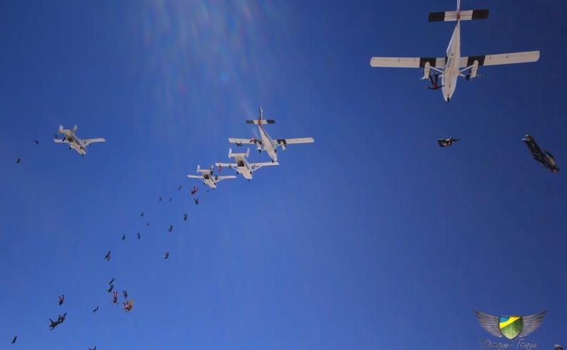 Dim bate recorde Sulamericano de formação em queda livre Sequencial, em salto com 74 paraquedistas